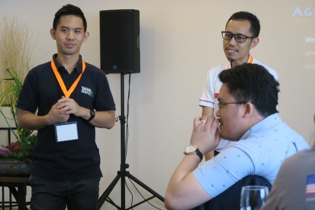 Entrepreneurs from Aglantis pitching their idea to Cebu field staff.